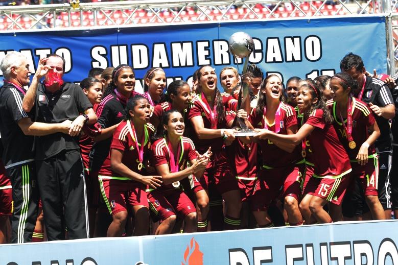 La Selecci¿n Femenina de Futbol sub  17 se titula Campeona de el Sura