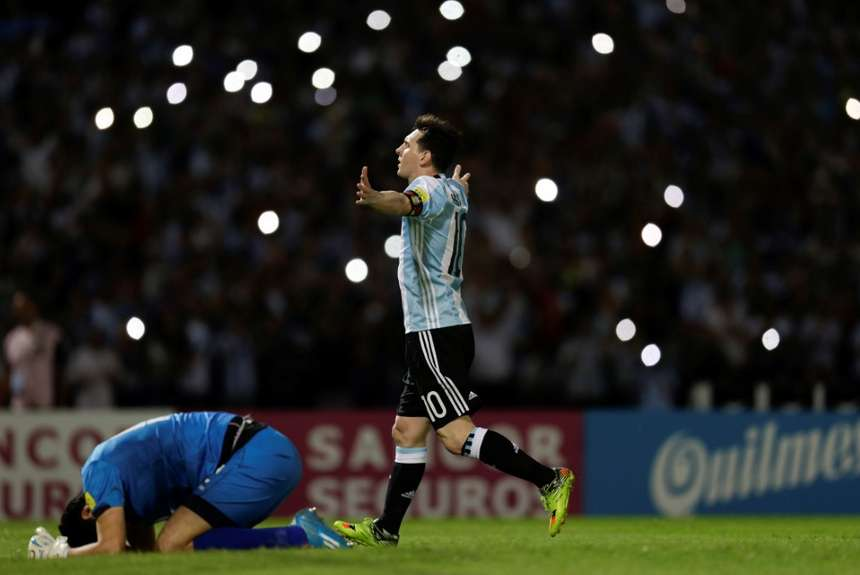 festejo-Messi-gol_OLEIMA20160329_0267_28